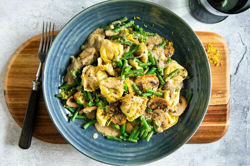 Tortelloni in Pilzsauce mit Trüffelöl und knackigen grünen Bohnen
